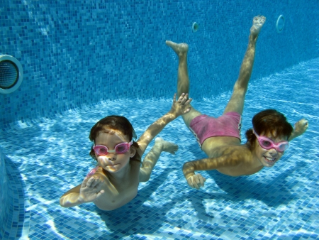 Two underwater kids in swimming pool Reklamní fotografie