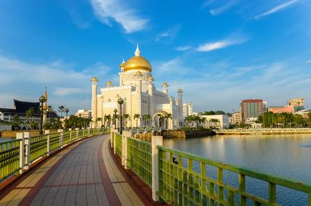 omar: Sultan Omar Ali Saifuddin mosque, Brunei