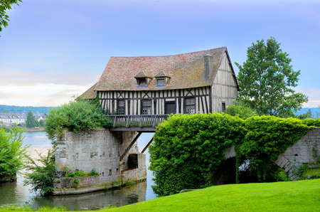 Old mill house on bridge, Seine river, Vernon, Normandy, France Reklamní fotografie - 36968271