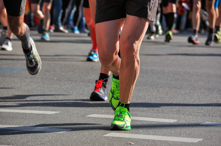 piernas hombre: Marathon running race, runners feet on road, sport, fitness and healthy lifestyle concept Foto de archivo