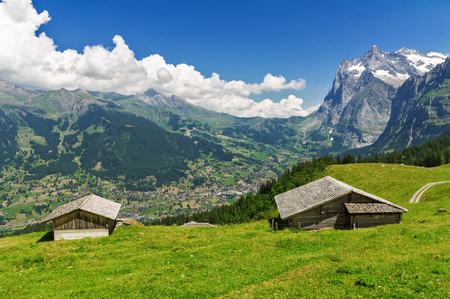 alpen: Beautiful idyllic mountains landscape with country house (chalet) in summer, Alps, Switzerland Stock Photo