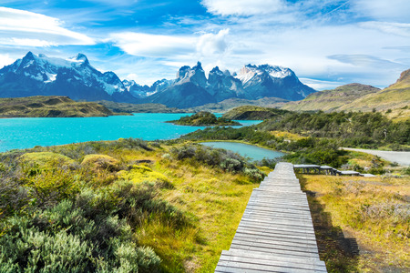 Pehoe lake and Guernos mountains beautiful landscape, national park Torres del Paine, Patagonia, Chile, South America Foto de archivo