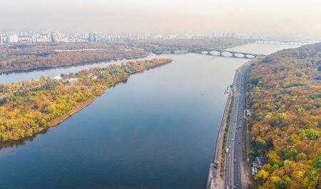 Aerial top view of Kyiv autumn cityscape and parks, Dnieper river, Truchaniv island and bridges from above, Kiev city skyline, Ukraine Standard-Bild