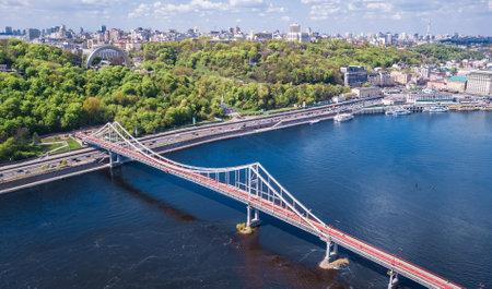 Aerial top view of Kiev city from above, Kyiv skyline, hills, pedestrian Park bridge and Dnieper river cityscape in spring, Ukraine Standard-Bild