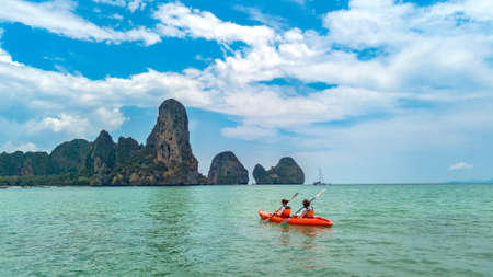Family kayaking in sea, mother and daughter paddling in kayak on tropical sea canoe tour near islands, having fun, active vacation with children in Thailand, Krabi Standard-Bild