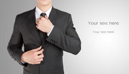 よく服を着たビジネスマン似ていますスマート彼のネクタイを調整: テキストを入力