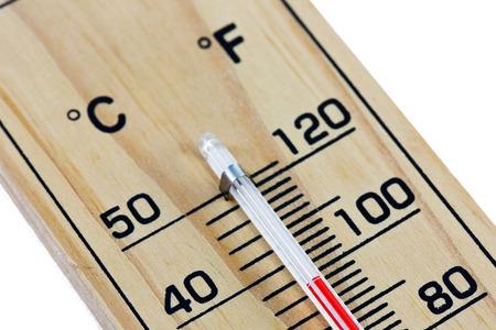 termómetro: Primer plano escala del termómetro de madera de fondo blanco aislado. Foto de archivo