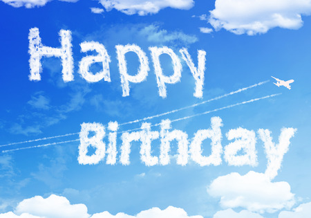 Cloud text : HAPPY Birthday on the sky. Banque d'images