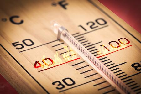 caliente: Primer plano Fahrenheit la temperatura caliente o celsius.
