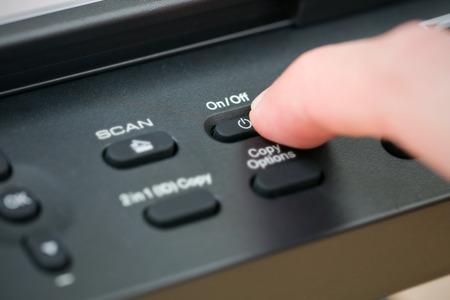 fotocopiadora: Primer bot�n de mano abrir la fotocopiadora.