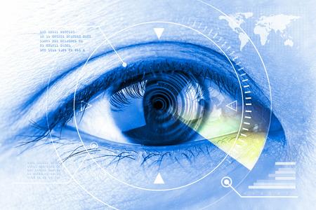 미래 지향적 인 여성의 눈 스캐닝 기술을 닫습니다. 스톡 콘텐츠