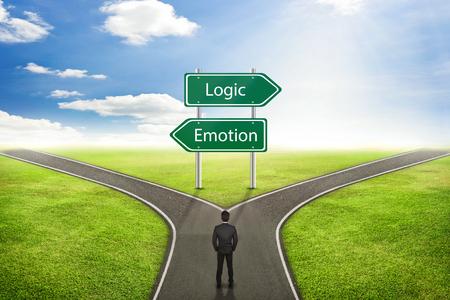 Concept d'homme d'affaires, signe Emotion ou route logique à la bonne façon. Banque d'images - 54852527