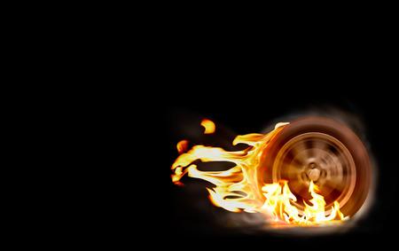 Car la roue de course de filature brûle le caoutchouc sur le feu.