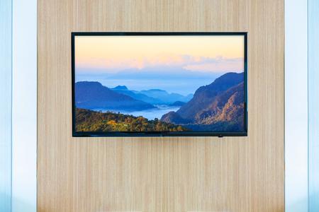 Black LED tv television screen mockup. Landscape on monitor Stockfoto