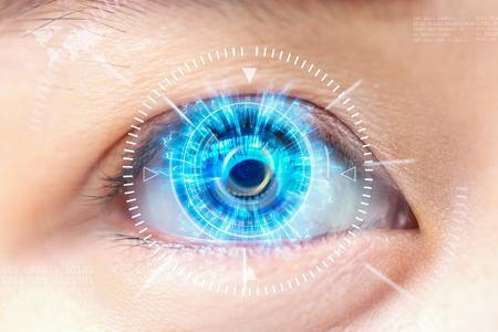 青い目のクローズ アップ。高度な技術、未来。: 白内障 写真素材
