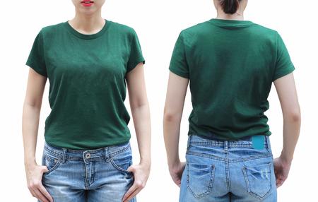 Giovane donna in camicia verde su sfondo bianco.