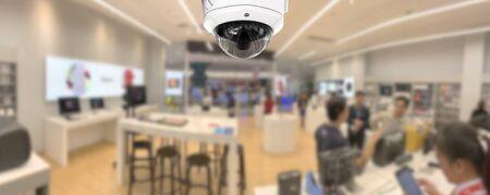 Panorama de seguridad CCTV con fondo borroso de la tienda.