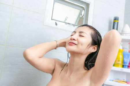 Close-up shot of young woman wearing or remove contact lens. 版權商用圖片
