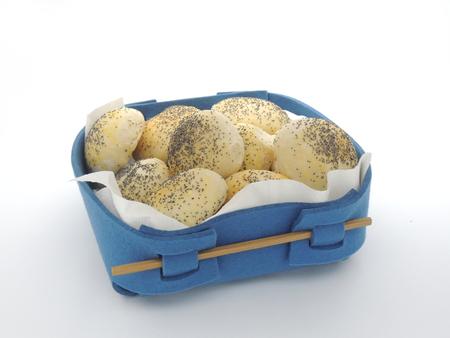 bread basket: panera azul con bollos reci�n horneados Foto de archivo