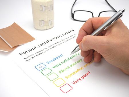 Rating ausgezeichnet! in einer Patientenzufriedenheit Umfrage das Niveau der medizinischen Dienst zu bewerten Standard-Bild - 48804672