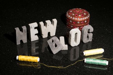 新しいファッション、デザイン、縫製、またはハンド クラフトのブログ開始の概念または抽象的なイラスト。 写真素材