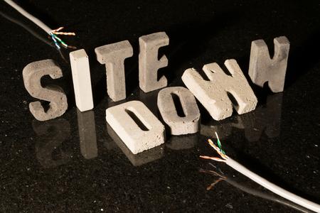 Website nach unten Text, wenn Website ist aufgrund von Wartungsarbeiten oder Netzwerkproblemen nicht verfügbar Standard-Bild - 60665112