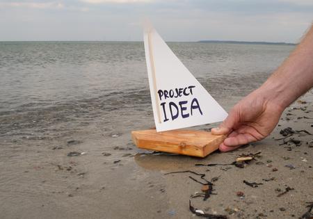 Abstracte illustratie van het lanceren van een projectidee of het voorstellen van een project.