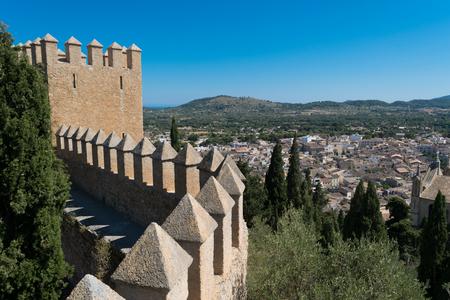 Uitzicht vanaf het kasteel in Arta, Mallorca  Mallorca, Spanje.