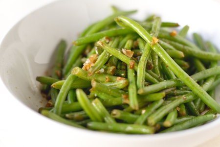 haricot: Spicy haricot vert green beans in a bowl.