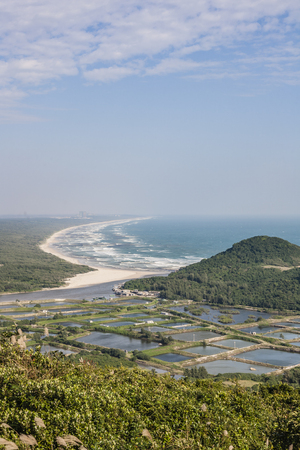TongGu Mountain with sandy beach view Imagens