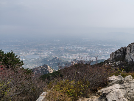 View of the Mount Tai in Taishan, Shandong, China 版權商用圖片 - 105872622