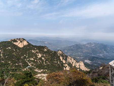 Scenic view at the peak of the Mount Tai, Taishan, Shandong 版權商用圖片 - 105872702