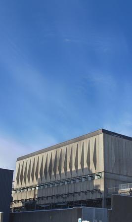 kracht: Elektriciteitsnet transformatie gebouw Redactioneel