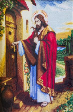 porte bois: Jésus frappe à la maison porte gobelin Éditoriale