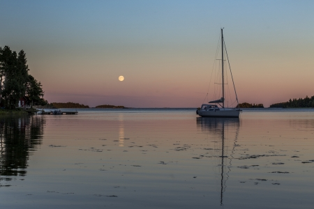 Fullmoon sailboat