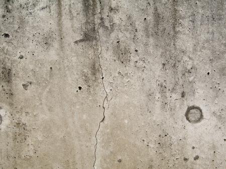 Einbuchtung: Strukturierte Betonwand mit L�chern und Rissen