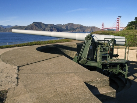 Battery Chamberlin is an artillery battery in the Presidio of San Francisco, San Francisco, California  Six-inch rifled guns mounted on disappearing carriages with maximum range of 7 5 miles  Stock fotó