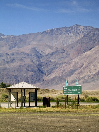 A road sign to Death Valley, California at the corner of HWY 395 and 136 in the town of Lone Pine, California  Stock fotó