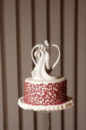 topper: wedding cake with dancing figurines