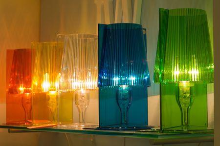 abatjour: Fila di lampade colorate
