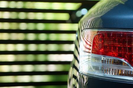 Hinten Car Light gegen einen bunten Neon backgroung Standard-Bild - 4267113