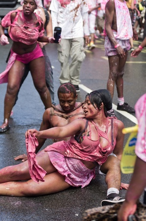 LONDON - AUG 28: couple performs a sexy  dance during the Notting Hill Carnival on August 29, 2011 in London, England. The annual carnival,  the largest in Europe, takes place every August Bank Holiday since 1966.