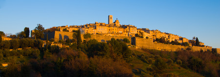 vence: View of the fortified medieval villafe of Saint Paul de Vence, home of artist and many galleries Stock Photo