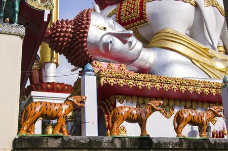chao praya: Thailand, Bangkok, view of the Chao Praya river and a Buddhist temple Stock Photo