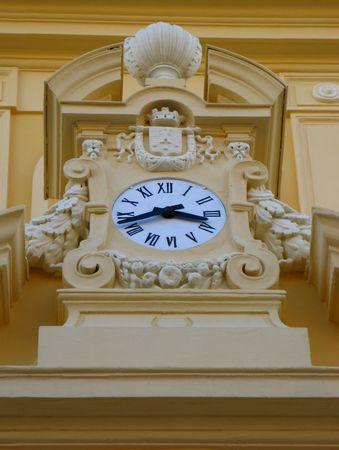 devanture: une horloge sur la fa�ade de l'h�tel de ville Banque d'images