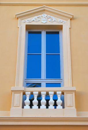 devanture: close-up de la fa�ade de l'ancien b�timent de l'h�tel de ville Hyeres sur la C�te d'Azur Banque d'images