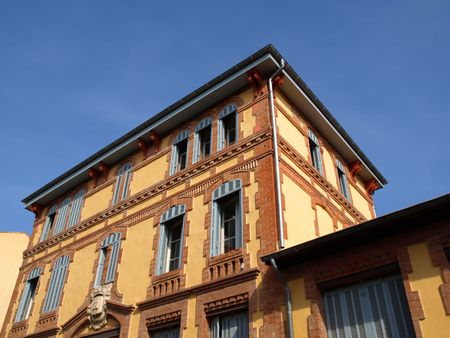 frontage: image of the frontage of an ancient provence building