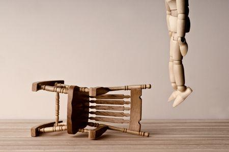 ahorcado: Mu�eco de madera suicida en suave tono sepia