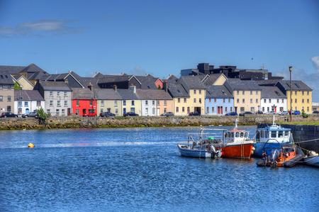 Die Claddagh Galway in Galway, Irland. Standard-Bild - 80696826
