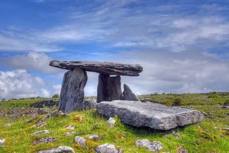 Poulnabrone Dolmen tomb, the Burren, Ireland Фото со стока - 80673900